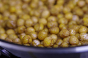 A volume of chickpeas in a plate