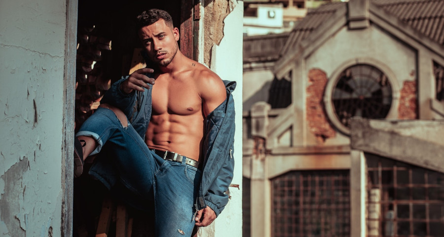 Toned man in jeans